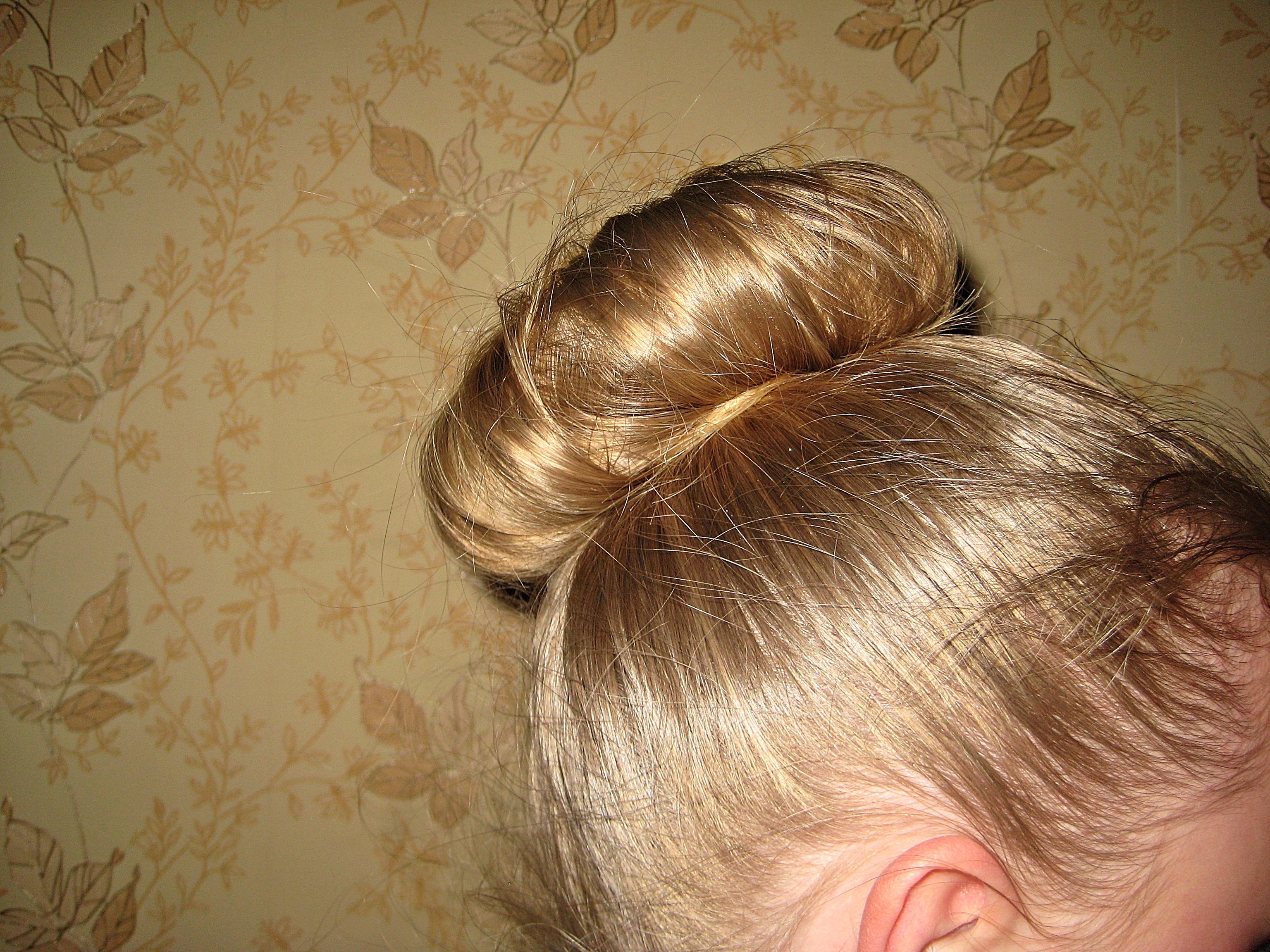 Прическа для длинных волос с использованием заколки-твистер.