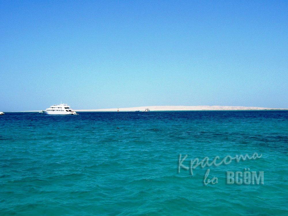 Египет. Красное море. Корабль вдалеке.