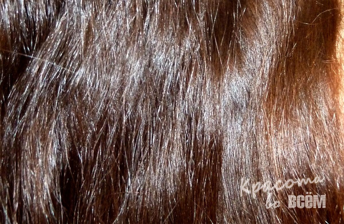 Кокосовое масло для красоты волос. Вид кволос после обработки кокосовым маслом крупным планом.